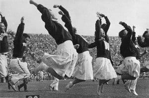 Early_women_cheerleaders_at_UW_Madison_(2246608893)